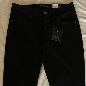 NWT Simply Vera slimming stretch jeans mid rise